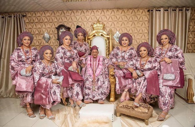 Lovely Photos of 81-year-old Alaafin of Oyo and His Seven Beautiful Wives